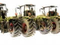 3 dreckige Wiking Claas Xerion 5000 Trac links hinten