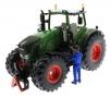 AT Collections 32123 - Rene befüllt einen Traktor Fendt