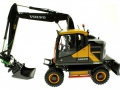 AT Collections 3200101 - Volvo EWR 150E Mobilbagger mit Mitas Doppel-Bereifung links