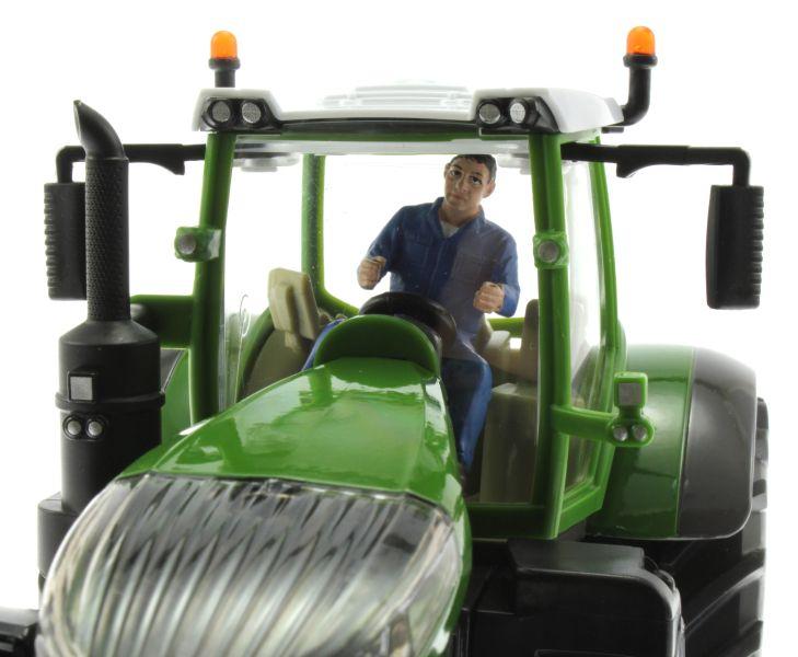 AT-Collections 32139 - Russel fährt Traktor auf Siku Trecker nah