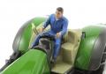 AT-Collections 32139 - Russel fährt Traktor auf Siku Trecker vorne