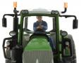 AT-Collections 32140 - Erik fährt Traktor auf Siku Trecker nah