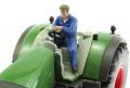 AT-Collections 32140 - Erik fährt Traktor auf Siku Trecker
