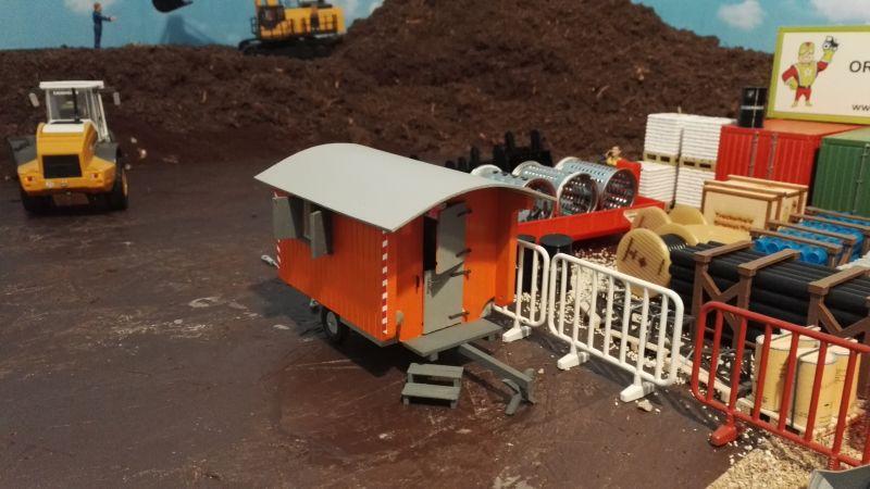 Bauwagen auf der Baustelle - Maßstab 1:32 oben