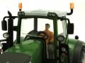 Britains 43203 - Sitzender Fahrer gelb im Siku Traktor 1:32 Fendt