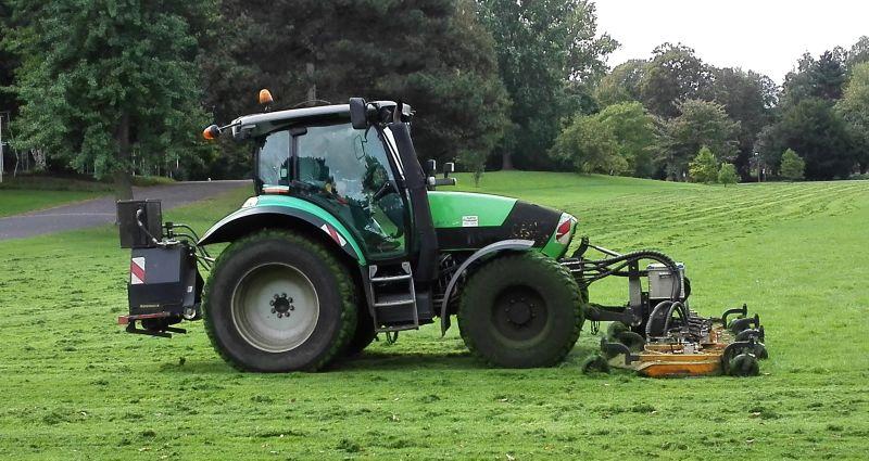 deutz traktor mit rasenmähwerk