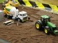 Farmworld Fehmarn - John Deere schleppt Betonmischer