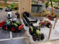 Farmworld Fehmarn - Claas Traktor mit Fliegl Anhänger