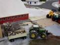 Farmworld Fehmarn - März 2015 John Deere mit Holzklötzen