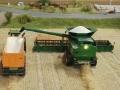 Farmworld Fehmarn Okt. 2015 - John Deere Mähdrescher bei der Getreideernte