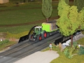Farmworld Fehmarn Okt. 2015 - Fendt Traktor mit Strohballen-Anhänger