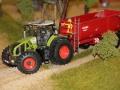 Farmworld Fehmarn Okt. 2015 - Claas Axion 950 mit Krampe Kipper nah