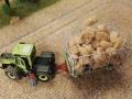 Farmworld Fehmarn Okt. 2015 - MB-Trac mit Strohballen-Anhänger links