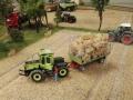 Farmworld Fehmarn Okt. 2015 - MB-Trac mit Strohballen-Anhänger