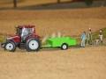Farmworld Fehmarn Okt. 2015 - Traktor mit grünem Anhänger