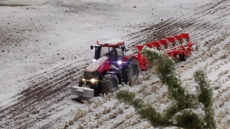 Farmworld Fehmarn Winter 2014 - Trecker mit Pflug