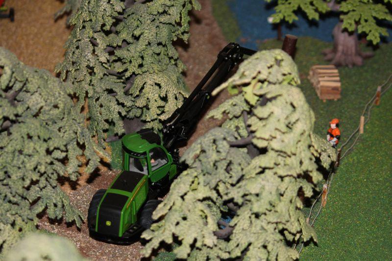 John Deere Harvester bei der Holzernte