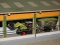 Claas Trecker mit Futter-Mischwagen