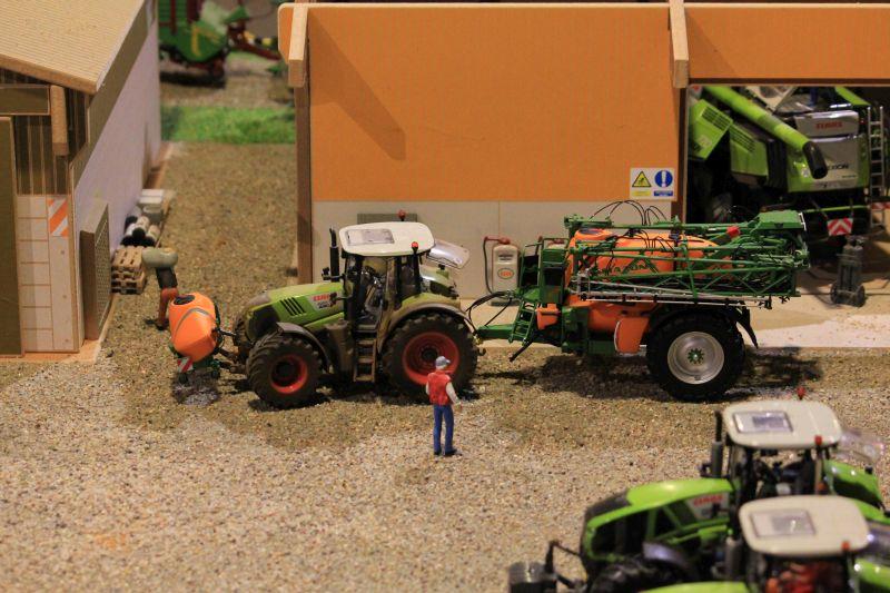 Field & Fun - Claas Arion 650 Traktor mit Amazone Feldspritze