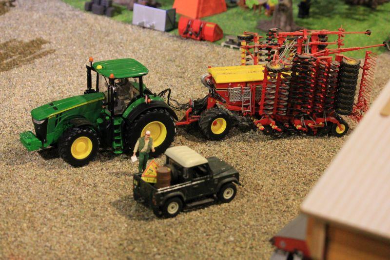 Field & Fun - John Deere mit Sähmaschine
