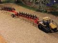 Field & Fun - Challenger Ketten Traktor mit Pflug