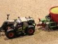 Field & Fun - Claas Scorpion 7044 mit Strautmann Futtermischwagen