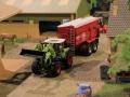 Field & Fun - Claas Traktor mit Frontlader und Krampe Kipper