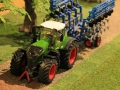 Field & Fun - Fendt 1050 vorne links