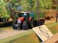 Field & Fun - Massey Ferguson Trecker mit Streuwagen