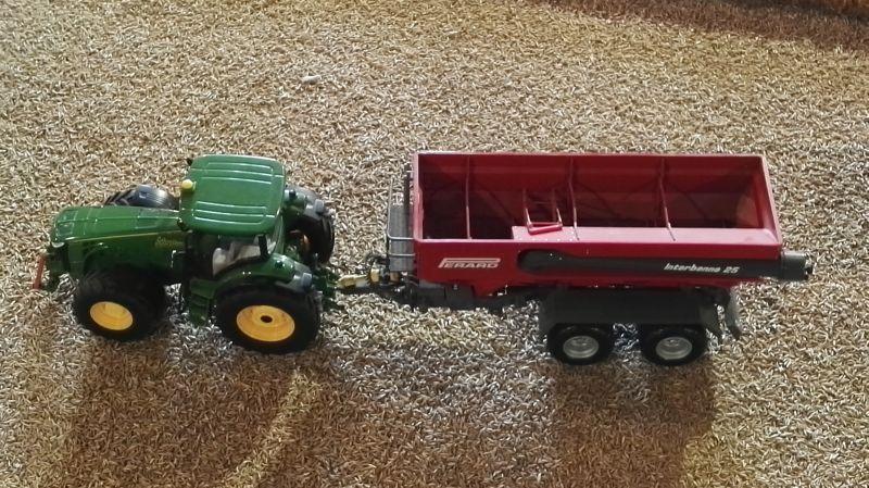 Field and Fun Ostern 2016 - John Deere Traktor mit Überladewagen