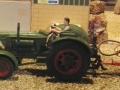 Field and Fun Ostern 2016 - Klassischer Traktor von der Seite