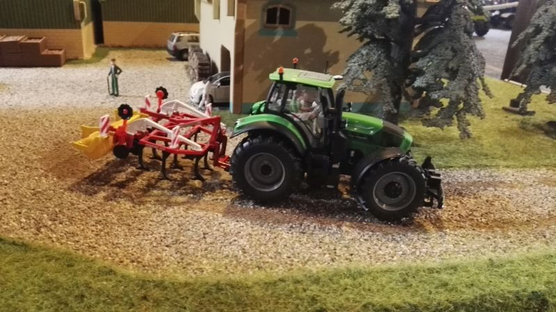 Field and Fun Ostern 2016 - Deutz Traktor mit Egge
