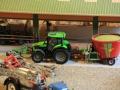 Field&Fun Sierhagen - Deutz Traktor mit Strautmann Futtermischwagen