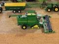 Field&Fun Sierhagen - John Deere 5690i Mähdrescher mit Raupenfahrwerk