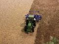Field&Fun Sierhagen - John Deere Traktor mit Grubber