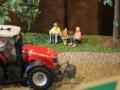 Field&Fun Sierhagen - Rentner auf Parkbank
