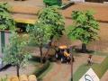 Field&Fun Sierhagen - Valtra Trktor mit Kuhn Böschungsmähwerk