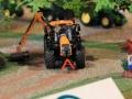 Field&Fun Sierhagen - Valtra Traktor mit Kuhn Böschungsmähwerk