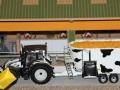 field&fun - Valtra mit Futtermischwagen in Kuhfleck Design