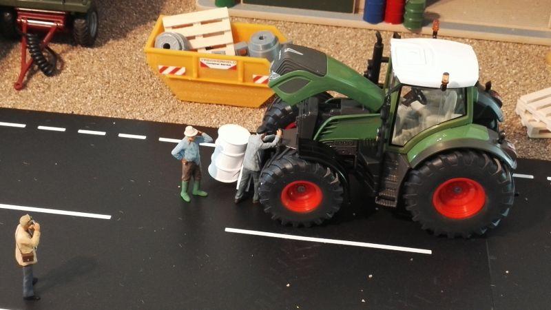 Diorama 1:32 - Bauer repariert Traktor oben