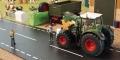 Diorama 1:32 - Bauer repariert Traktor links