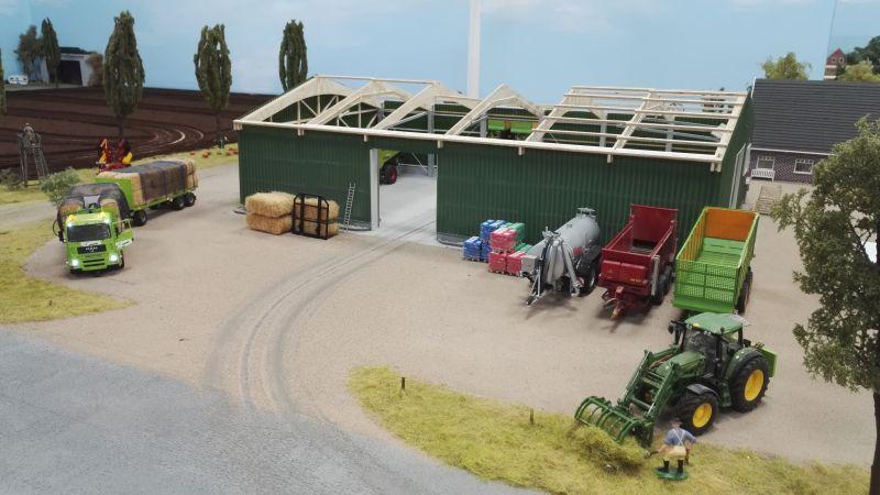 Farmworld Fehmarn Juni 2016 - Scheune grün