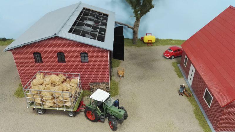 Farmworld Fehmarn Juni 2016 - Strohballen Wagen
