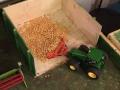 Siku Control 32 - John Deere mit Mais-Schiebeschild von oben
