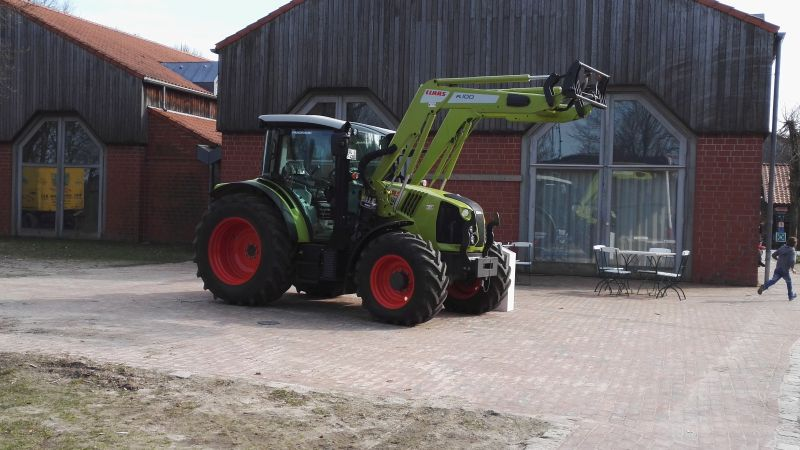Freilichtmuseum Am Kiekeberg - Landtechnik 2017 - Claas Traktor mit Frontlader