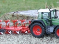 Miniaturbeton - Fendt 926 mit Beton Frontgewicht und Pflug