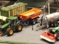 Modellbau SWH in Neumünster 2017 - Anlage Hof-Mohr Traktoren auf dem Hof