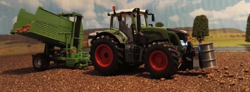 Rübenernte mit Siku Control 32 - Fendt Traktor