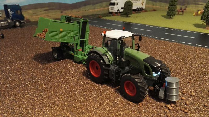 Rübenernte mit Siku Control 32 - Fendt Traktor mit Frontgewicht Fass