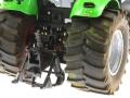 Siku Control 32 - Deutz-Fahr Agrotron X720 mit Breitreifen hinten rechts nah